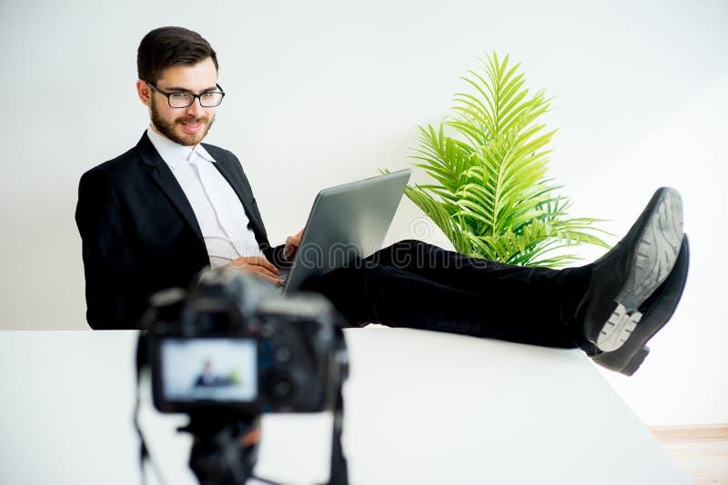 Blogger visuel masculin image libre de droits