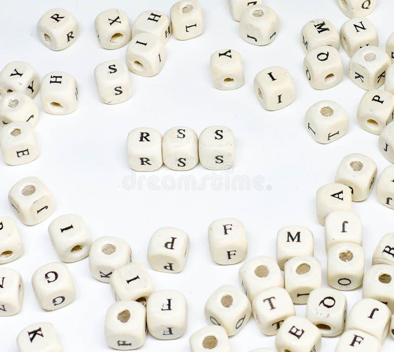 Blogging online-annonsering för Ecommerceemail och socialt massmedia som marknadsför uttrycksträabc-rss arkivfoto