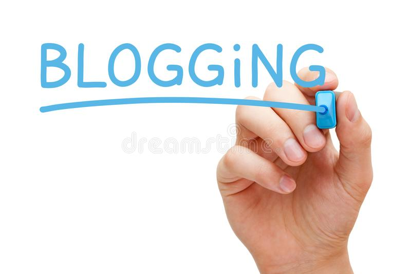 Blogging som är handskriven med den blåa markören arkivbilder