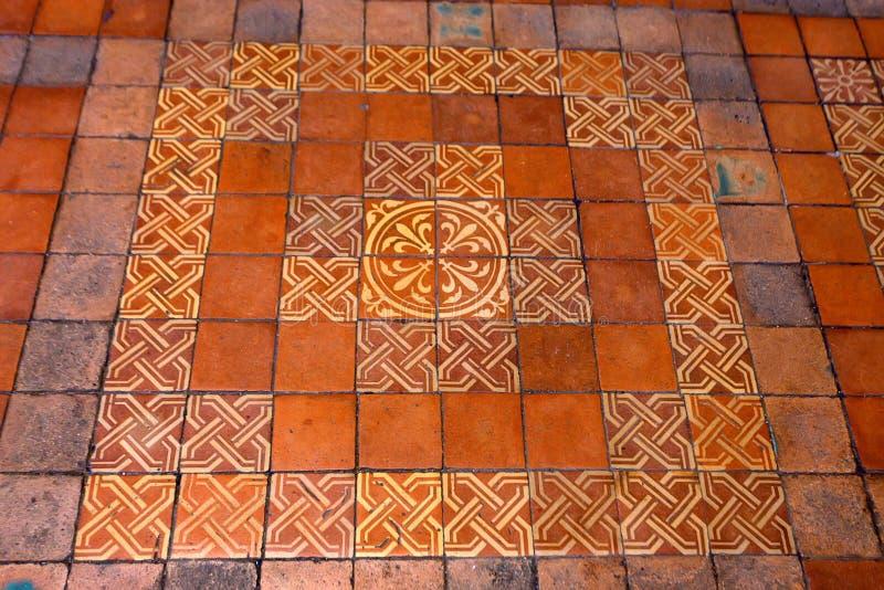 BLOIS, FRANKRIJK - CIRCA JUNI 2014: Decoratieve vloertegel van Frans kasteel van Blois stock foto