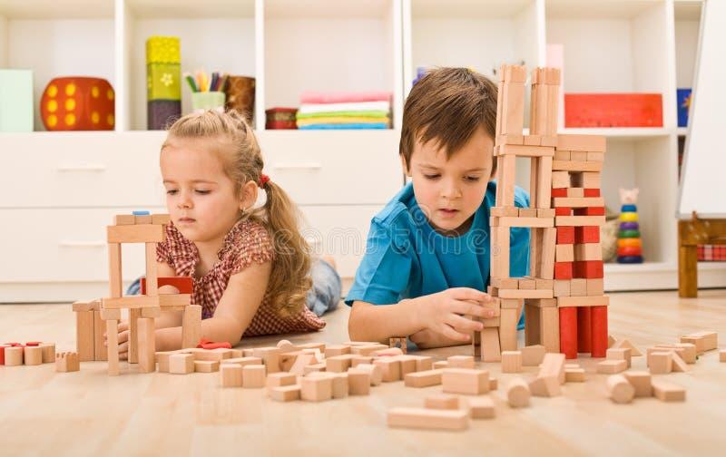 bloków dzieciaków bawić się drewniany zdjęcia royalty free
