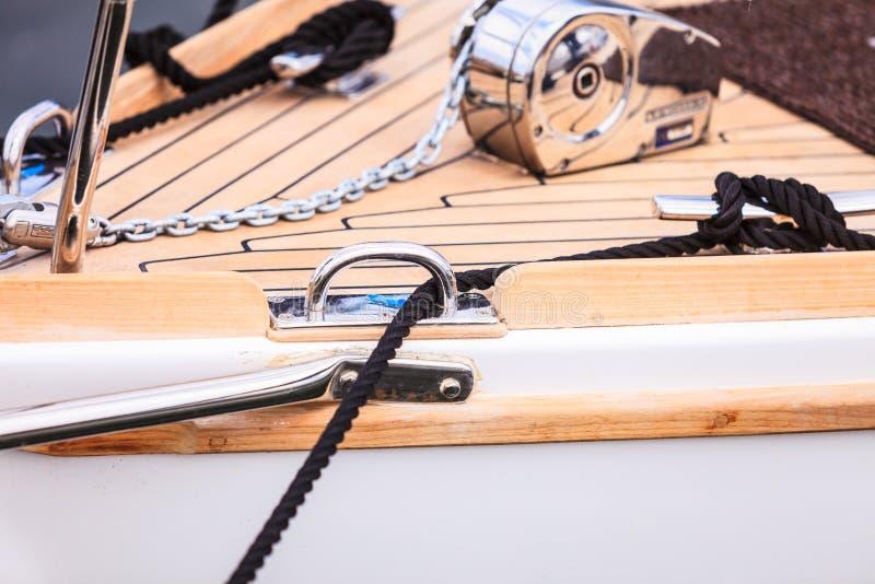 Blok met kabel Detail van varende boot stock fotografie