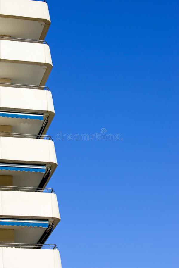 blok mieszkaniowy nowoczesnego boczne sunny Hiszpanii zdjęcia royalty free