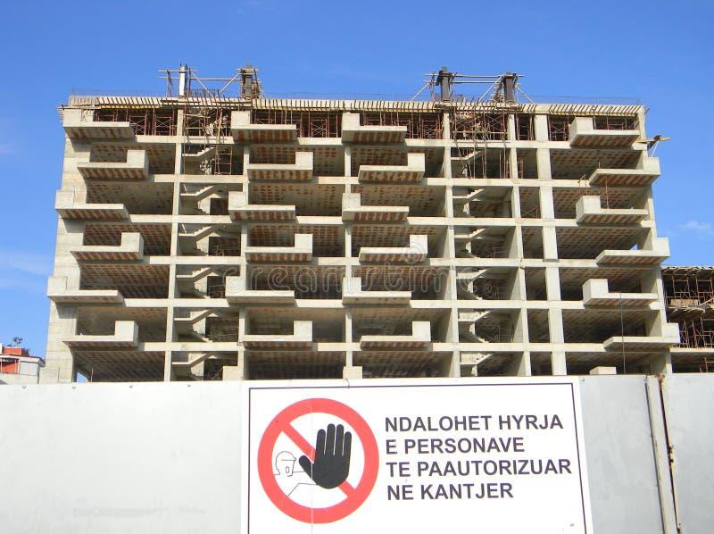 Blok mieszkaniowy w budowie, Tirana, Albania fotografia royalty free