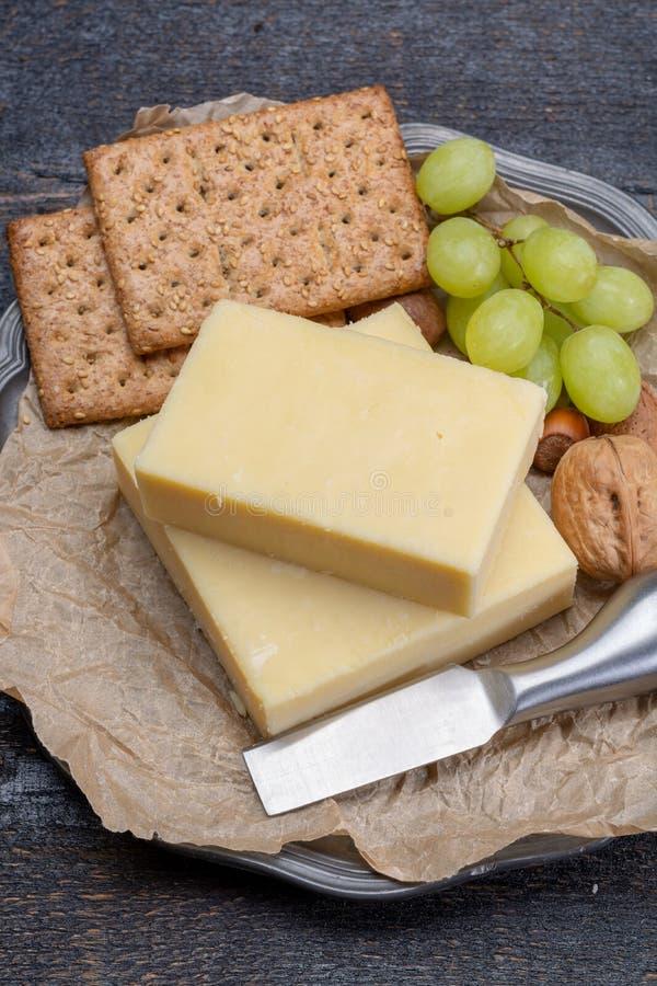 Blok starzejący się cheddaru ser popularny typ ser wewnątrz obraz stock