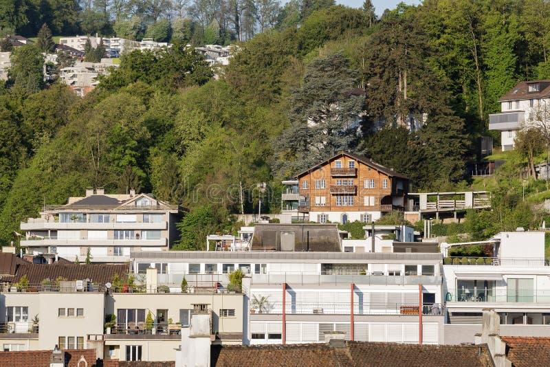Blokhuis en baksteengebouwen in Luzerne royalty-vrije stock foto's