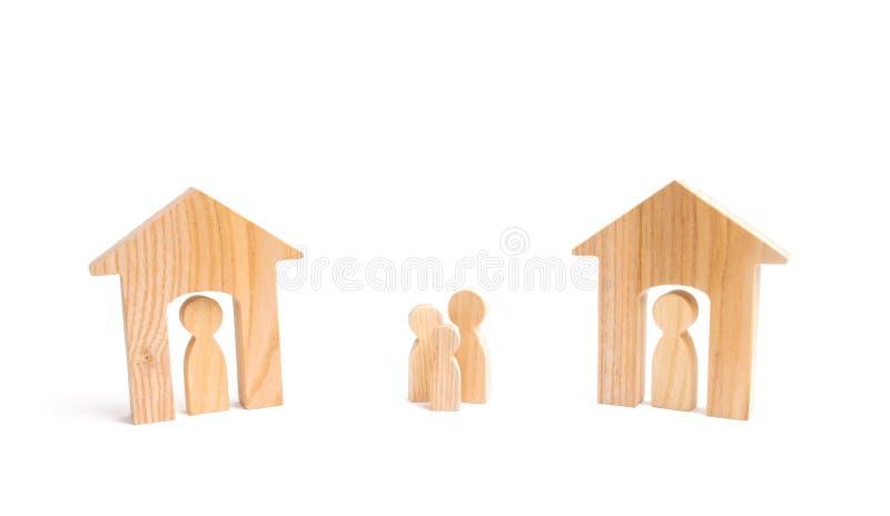 Blokhuizen en mensen en een mens tussen hen op een witte achtergrond buren Relaties tussen buren in de voorsteden Een ho royalty-vrije stock fotografie