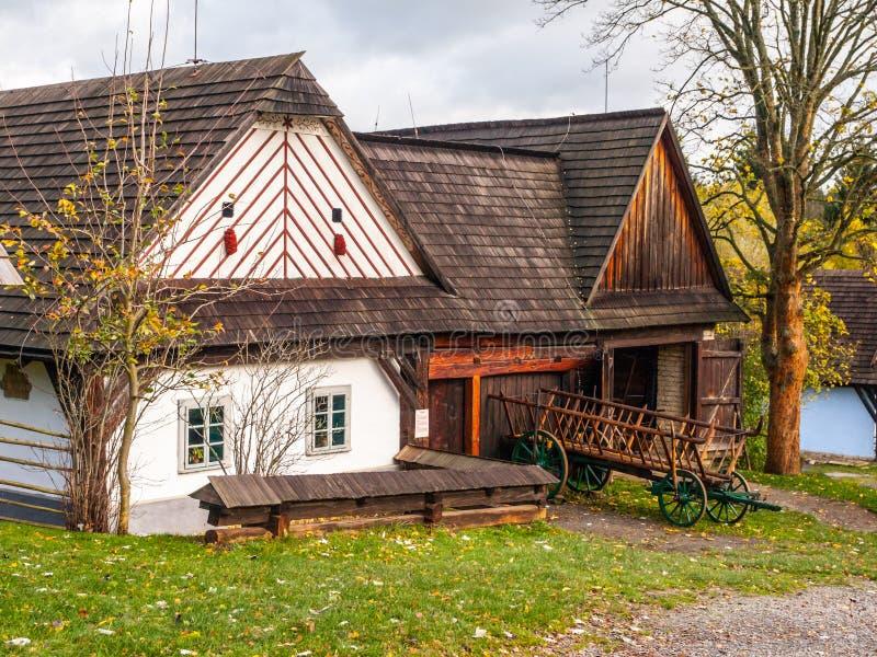 Blokhuizen van het volksmuseum van Vesely Kopec Tsjechische landelijke architectuur Vysocina, Tsjechische Republiek stock afbeelding