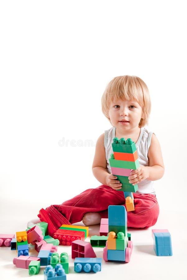 blokuje chłopiec bawić się śmieszny mały fotografia stock