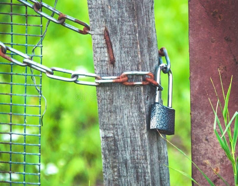 Blokuje na łańcuchu pojęciu ochrona i ochronie, zdjęcie royalty free
