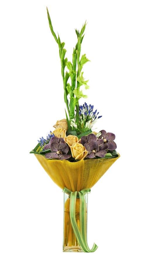 Blom- bukett av rosor, gladiolusen och orkidér som isoleras på vit royaltyfria foton