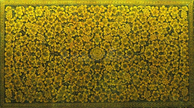 Blom- design för härlig ask för botgulingfärg royaltyfri foto