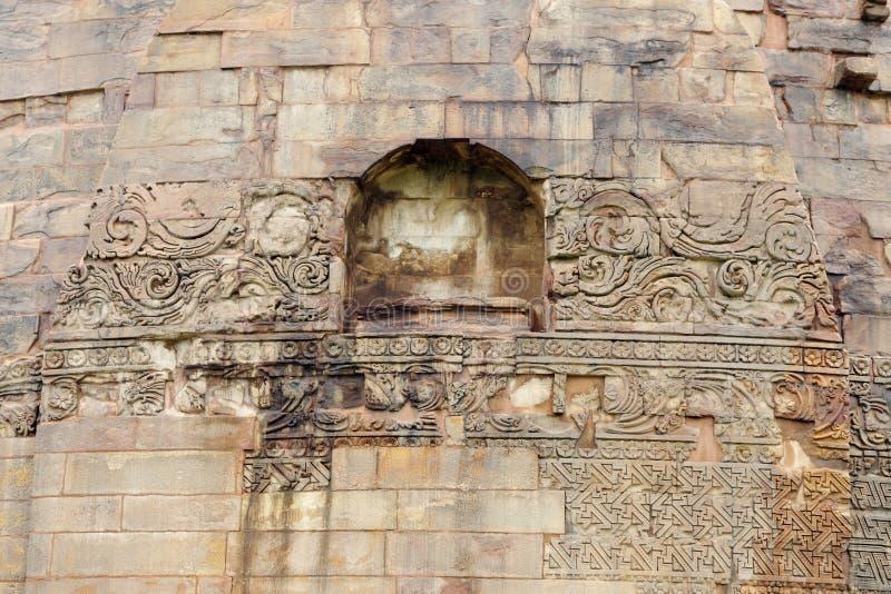 blom- geometrisk stupa för carvingsdhamekh royaltyfri bild