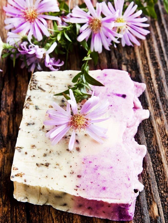 Blom- handgjord tvål royaltyfria bilder