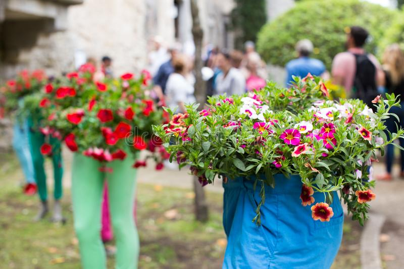 Blom- ordningar för blommafestival i Girona arkivbilder
