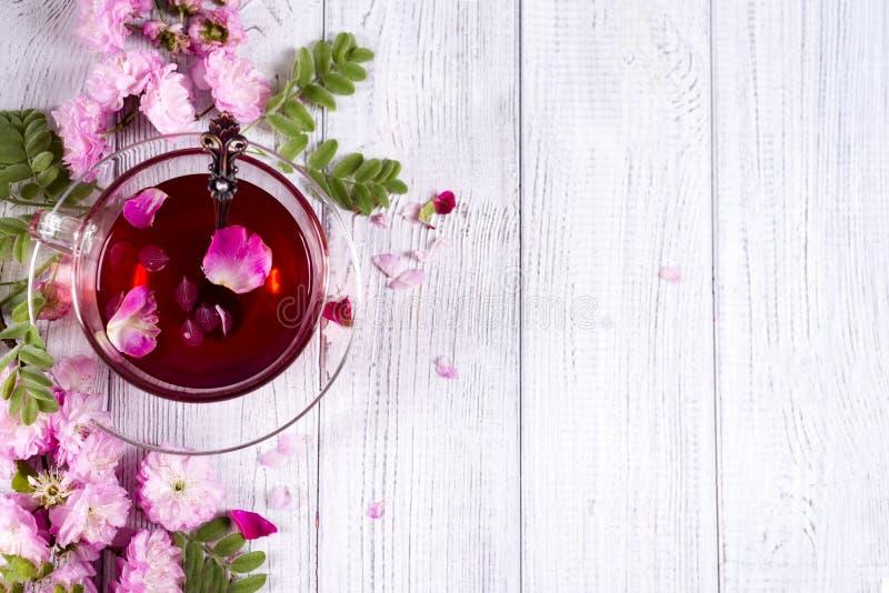 Blom- ram med tekoppen royaltyfri foto