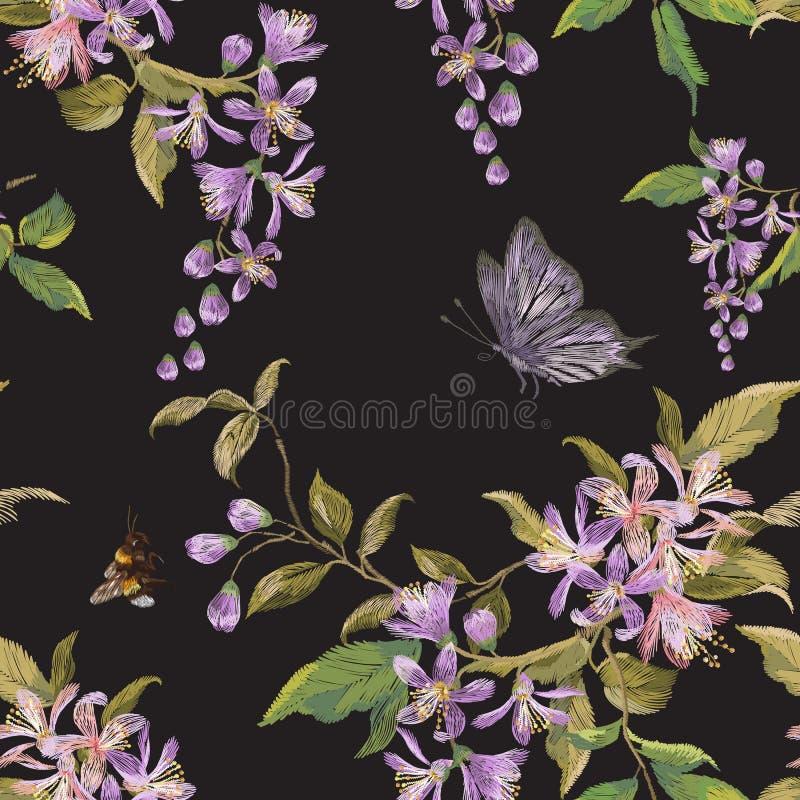 Blom- sömlös modell för broderi med den lila blomningen, fjäril stock illustrationer