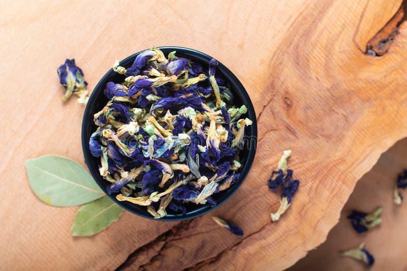 Blomma för ärta för fjäril för matbegrepp torr för att göra örtten in arkivfoto