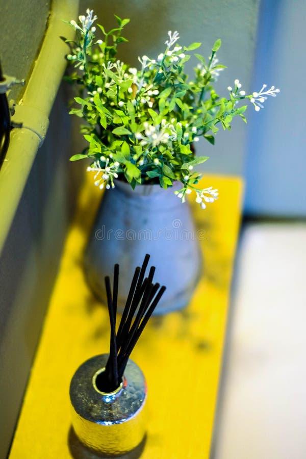 Blomma i blomkruka royaltyfri foto