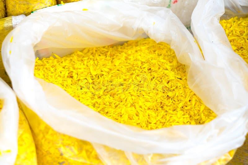 Blomma marknaden i Thailand, kronbladringblomma i plastpåse på marke arkivfoto