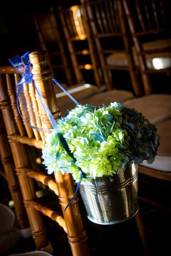 Blommagarneringar för en bröllopceremoni arkivfoton