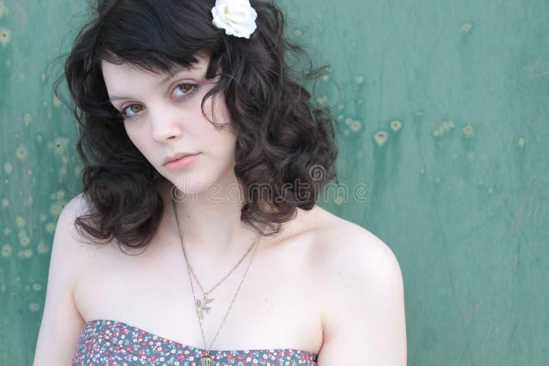 blommahai henne ståendewhitekvinna arkivfoto