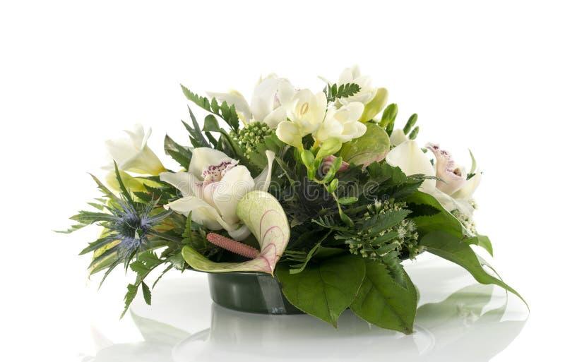 Blommaordning med lilys och freesia royaltyfri fotografi
