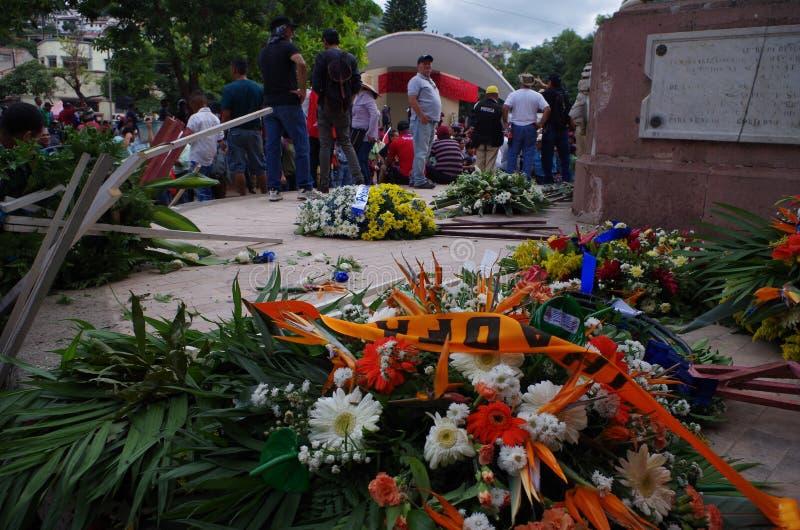 Blommaordningen förstörde protest mot korruption och omvalet oj Juan Orlando Hernandez 2018 september fotografering för bildbyråer