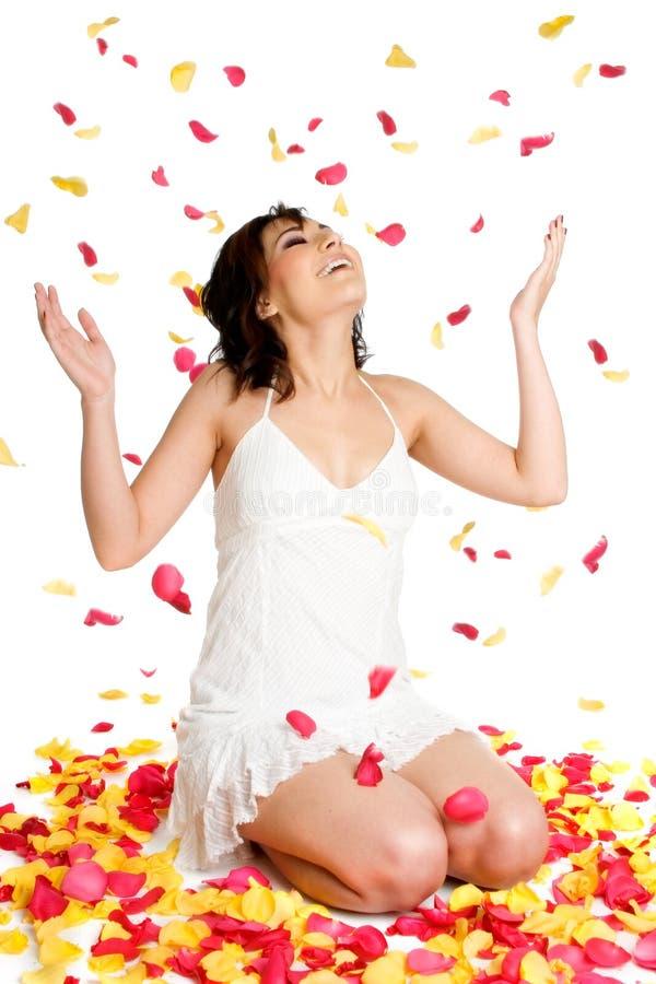 blommapetalskvinna royaltyfria foton