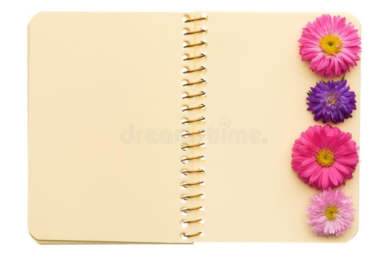 blommar anteckningsboken arkivbild