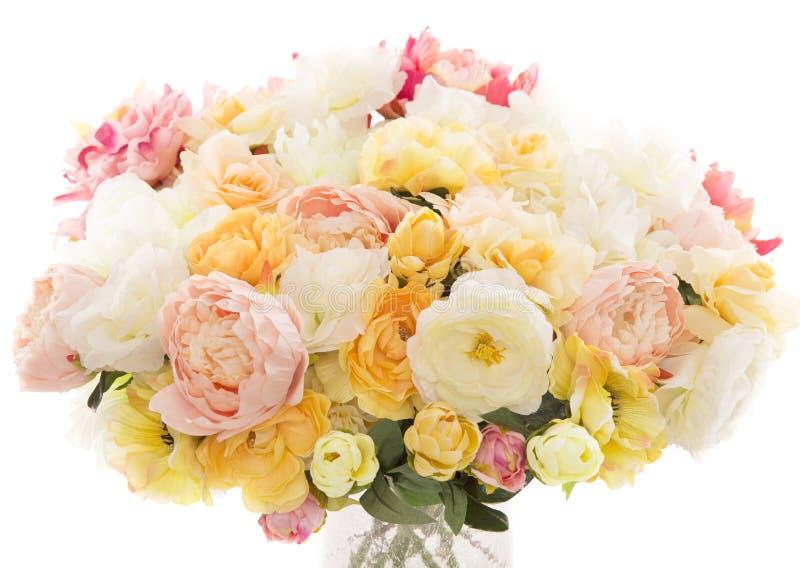 Blommar bukettpionen, pastellfärgad blom- färgvitbakgrund arkivbilder