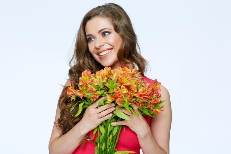 blommar den lyckliga kvinnan toothy leende royaltyfria foton