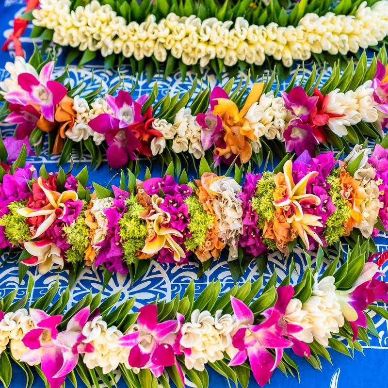 blommar girlander royaltyfria bilder