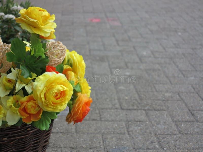 Blommar korgen fotografering för bildbyråer