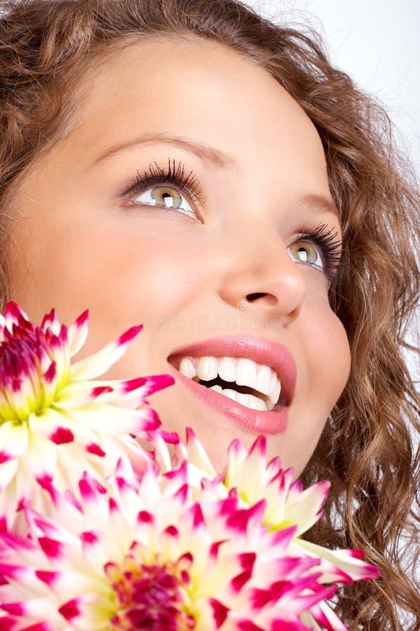 blommar kvinnan royaltyfri foto