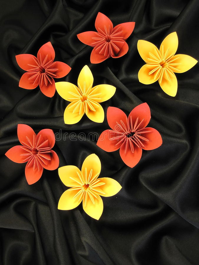 blommar origami arkivfoto