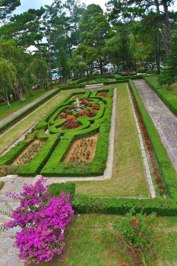 Blommaträdgård i Bao Dai slott 3 fotografering för bildbyråer