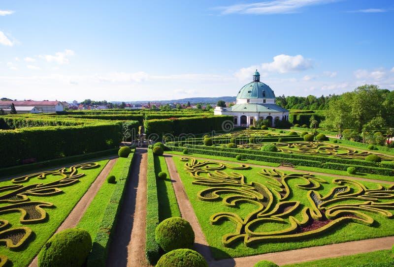 Blommaträdgårdar i Kromeriz, Tjeckien royaltyfri foto