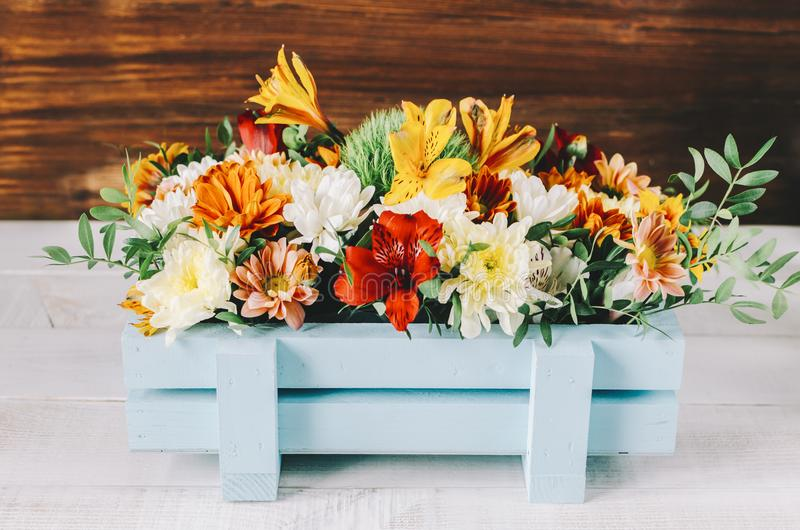Blommor i ask arkivbild