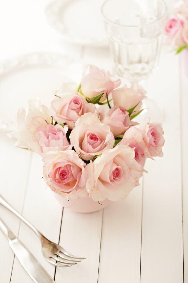 Blommor i en vas royaltyfria foton