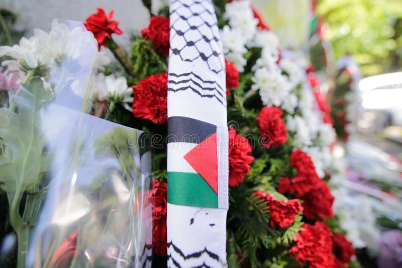 Blommor med den palestinska flaggan arkivfoton