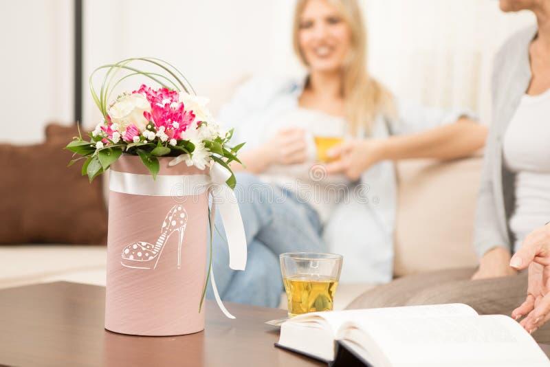 Blommor på bordlägga arkivfoton
