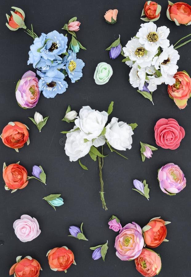 Blommor på en svart, sammansättning royaltyfria bilder