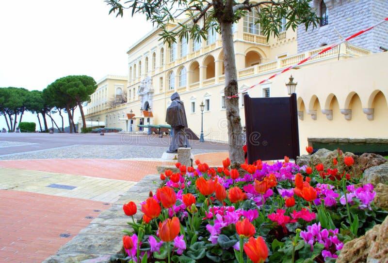 Blommor på prinsslottfyrkanten, Monaco arkivfoto