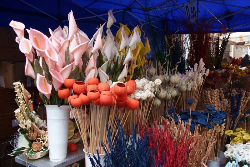 blommor shoppar trä royaltyfri fotografi