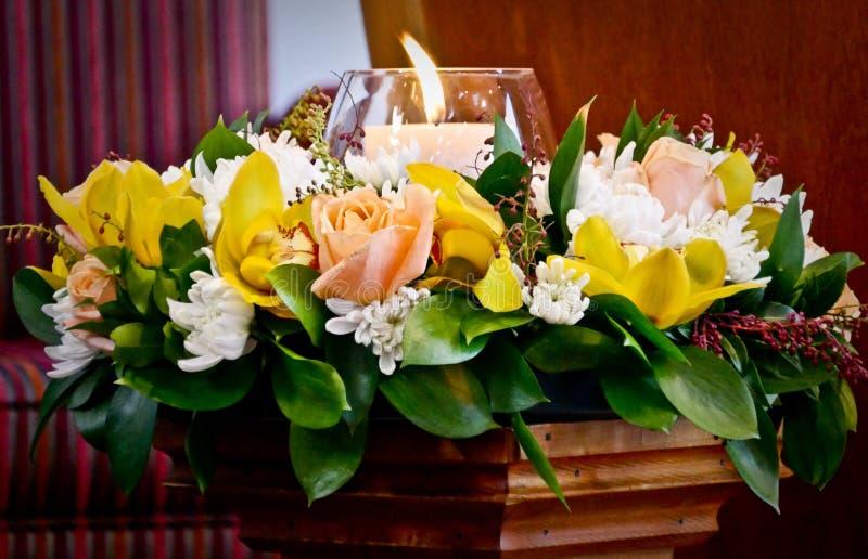 Blommor som är klara för begravnings- service arkivbilder