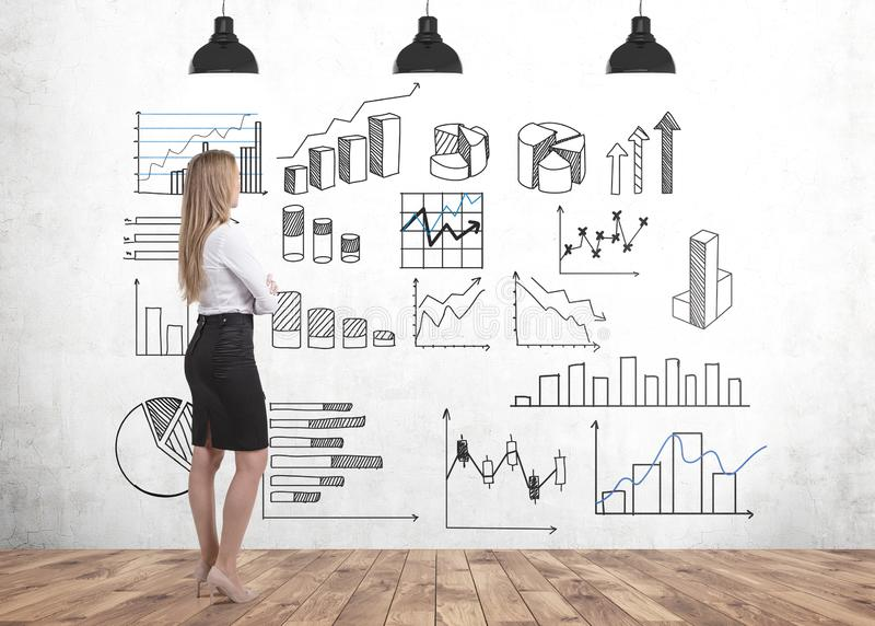 Blond affärskvinna som ser grafer vektor illustrationer