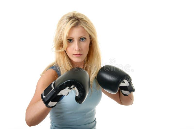 blond boxningkvinnlig royaltyfria foton