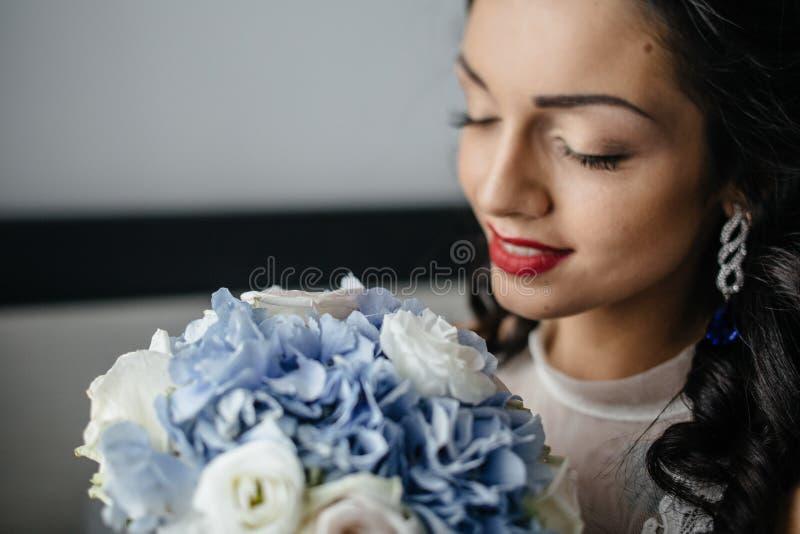 blond dress wedding young fotografering för bildbyråer