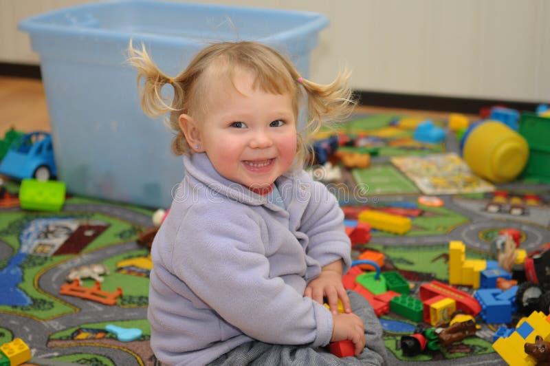 blond dziewczyny mały portret uśmiechający się zdjęcie stock
